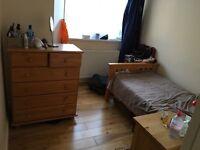 One single room to rent in Roehampton,Putney