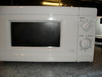 MICROWAVE AS NEW ONLY USED FOR A MONTH 700W