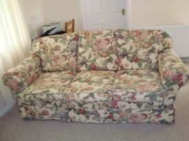 Settee - fruit and flowers pattern- Good condition