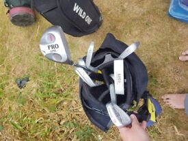 Junior Dunlop Golf bag and selection of clubs