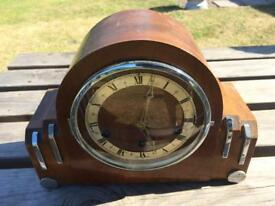 Antique wooden mantlepiece clock