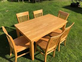 Oak table and 6 chairs Good condition
