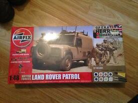 Land Rover patrol with soldiers Model