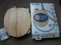 Brand New Croydex Soft Close toilet seat NEW and BOXED