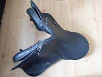 Wintec 17 inch adjustable fit saddle.