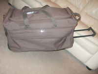 Large travelling holdall