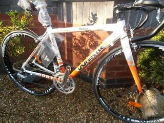 WHISTLE MODOC LIGHTWEIGHT RACING BIKE NEW AND UNUSED, 18 SPEED, STI'S, CARBON FORKS, ALLOY FRAME
