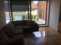 Stunning Modern 2 bedroom Apartment in Oval for only £400 pw, Available today !!!