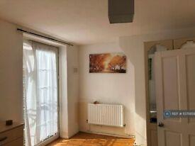 3 bedroom flat in Brassey House, London, E14 (3 bed) (#1075859)