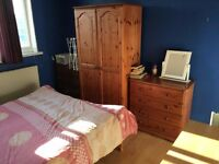 large double room to let @ E1 2NJ Shadwell one top bank all bills inclusive available Monday 1 Aug!!