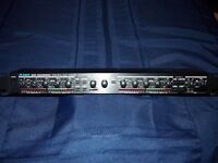 ALESIS 3630 DUAL CHANNEL COMPRESSOR LIMITER WITH GATE.