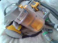 DC05 Dyson Good Suction / Condition Tools