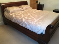 BEAUTIFUL KINGSIZE SLEIGH BED AS NEW DARK MAHOGANY FROM FURNITURE VILLAGE RETAIL OVER £1000