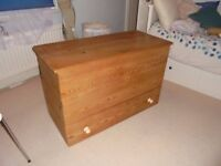Blanket box / toy box / trunk
