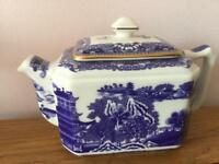 Stunning blue and white tea pot lovley in a cottage kitchen excellent condition