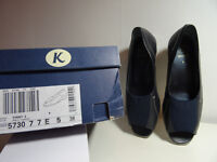 Clarks K Finny 2 flat shoes size 5 (38)