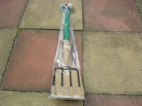 GARDEN FORK, CARBON STEEL, FULL SIZE, NEW NEVER BEEN USED STILL PACKAGED