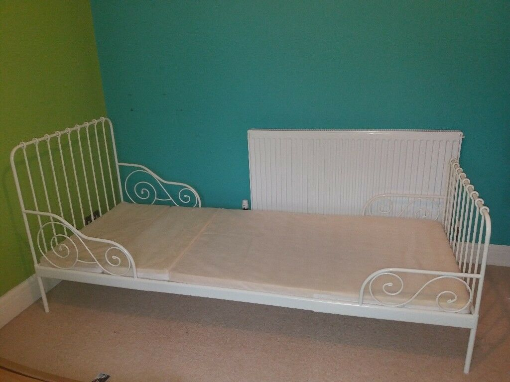 Single Bed (extendable from toddler to full size)