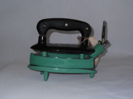 VINTAGE RHYTHM NO. 375U RADIATION GAS IRON