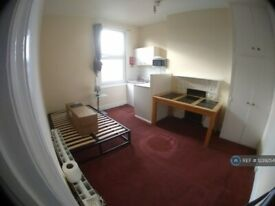 1 bedroom in Mazenod Avenue, West Hampstead, NW6 (#1239254)