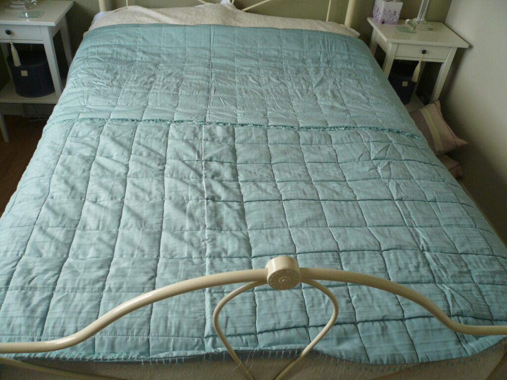Laura Ashley King Sized Duck Egg Blue Mia Bedspread In