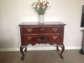 Lounge drawer unit in very good condition.