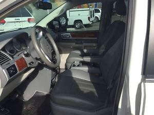 2009 Chrysler Town & Country Touring with Leather London Ontario image 9