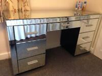 Mirrored dresser vanity unit