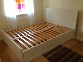 Beautiful king size bed frame. Great condition.