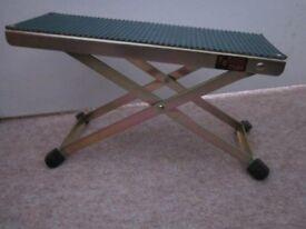 Guitar footstool - (adjustable).