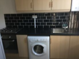 Immaculate property 2 bed room house in harehills