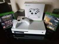 Xbox one s 2 games 2 controllers