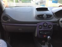 Black Renault Clio