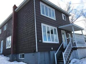 315 Freshwater road-Funrnised 3 Bedrms house, close to MUN