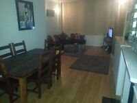 LARGE DOUBLE ROOM & EN-SUITE IN MODERN APARTMENT