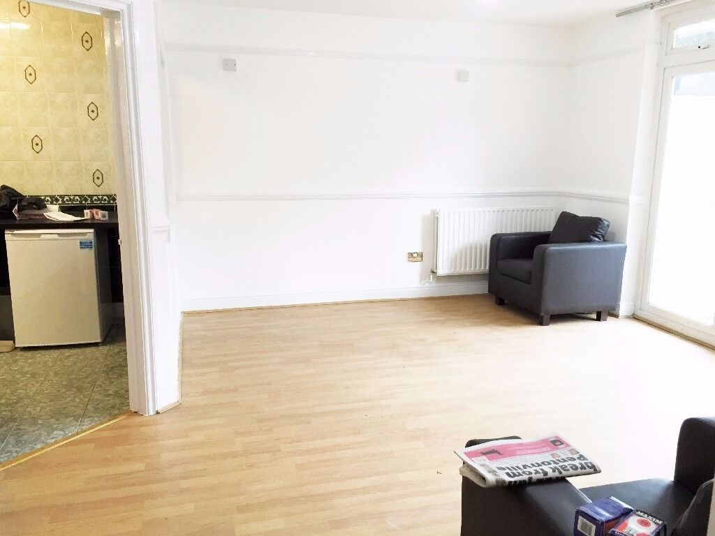 MUST SEE 6 BEDROOM APARTMENT NO LOUNGE MASSIVE KITCHEN LIVERPOOL STREET SPITALFIELDS BRICK LANE