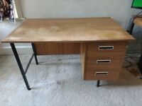 Pedestal desk with 3 drawers