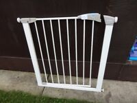 no 9 lindam stair gate with fittings