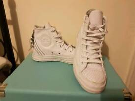 Converse women's leather boot size 3