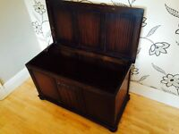 TRADITIONAL WOODEN BLANKET/STORAGE BOX
