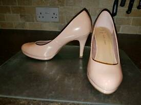 Size 5 wide fit shoes from New Look