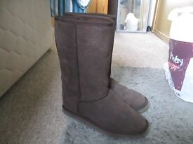 Kangol ugg type boots...