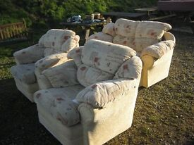 MODERN TIDY, & COMFORTABLE 3 PIECE SUITE. 1X 2SEATER SOFA & 2 ARMCHAIRS. VIEWING/DELIVERY AVAILABLE