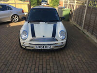 MINI COOPER - 1.6L PANORAMIC ROOF - FULL LEATHER - AUTO - 1 PREV LADY OWNER - PRIVACY GLASS
