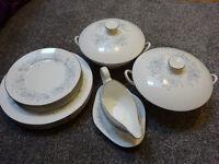 Belle Fleur bone china Wedgwood dinner service / set