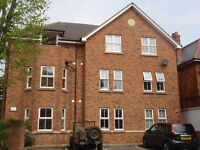 Modern, 2 bedroom, 2 bathroom Ground Floor Flat with private entrance and Parking