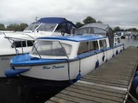 Cabin Cruiser, river or canal boat, Dawncraft 32 ft centre cockpit with Honda 15 hp outboard engine