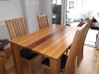 Excellent Condition Dining Room Table and 6 Chairs