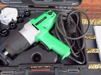 HITACHI 240v 1/2 INCH IMPACT WRENCH NEW IN CARRY CASE.