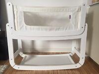White snuz pod 3 in 1 bedside crib+ Organic mattress.